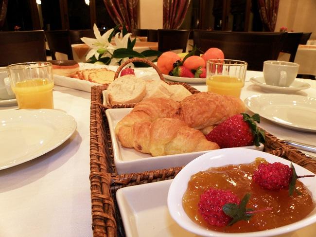 ΚΑΛΑΜΠΑΚΑ: HOTEL METEORITIS
